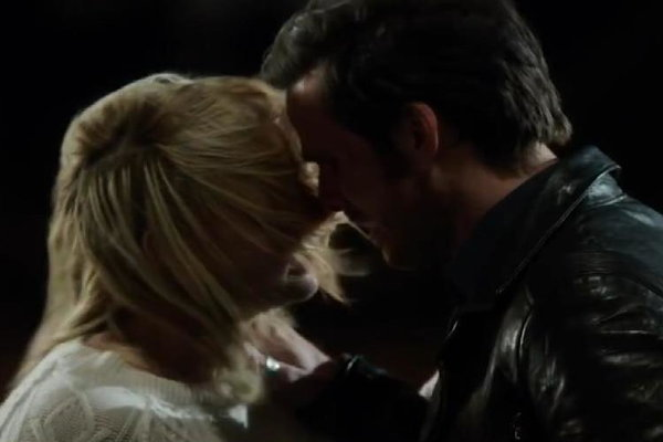 Entertainment Tonight: 'Once Upon a Time' Cast Teases Dark Swan's Debut and if Emma and Hook's Love Will Last!