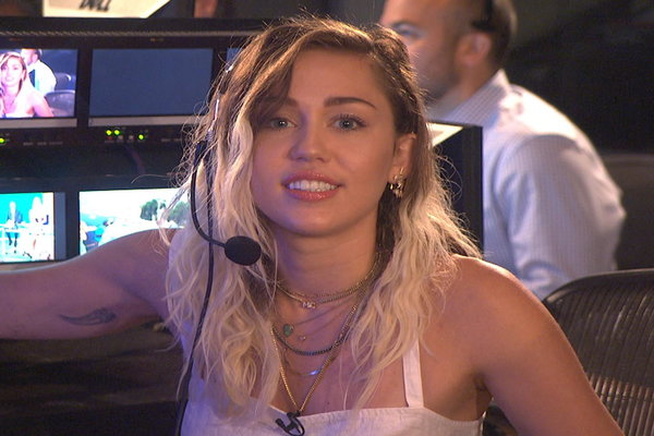 Watch miley cyrus surprise jimmy fallon and the today for Jimmy fallon miley cyrus islands in the stream